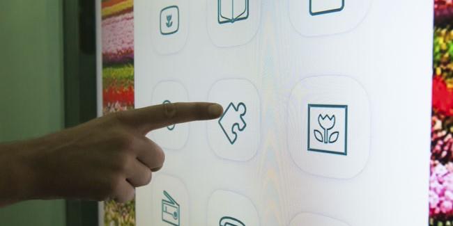 Основним школама додељене интерактивне табле