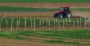 njiva-zemlja-poljoprivreda-traktor-setva_660x330